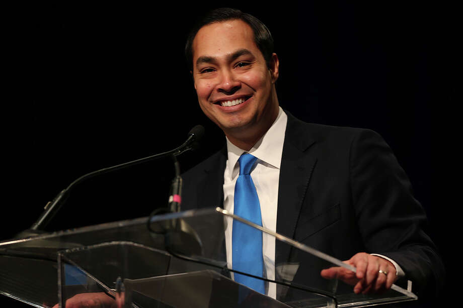 San Antonio Mayor Julian Castro presents his annual State of the City address to the San Antonio Chamber of Commerce at the Henry B. Gonzalez Convention Center, Tuesday, Feb. 25, 2014. Photo: JERRY LARA, San Antonio Express-News / © 2014 San Antonio Express-News