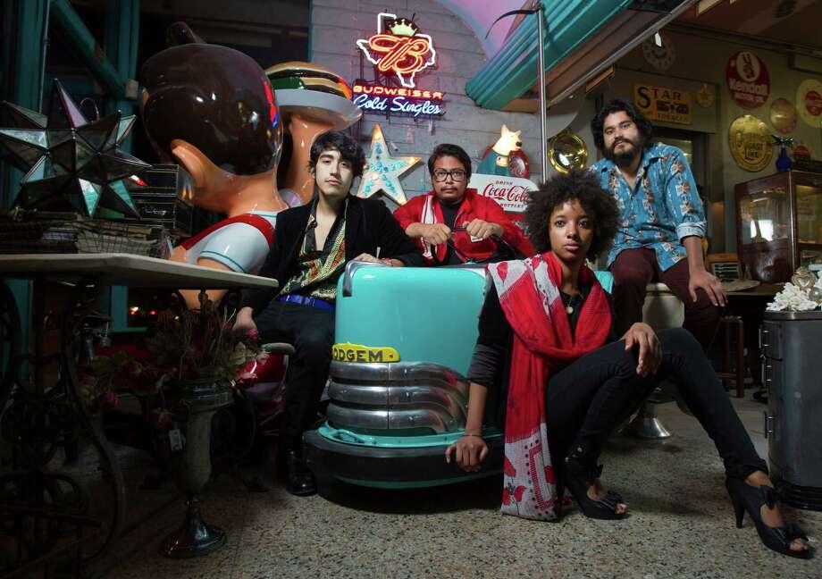 Ton-Tons Photo: Melissa Phillip, Staff / © 2011 Houston Chronicle