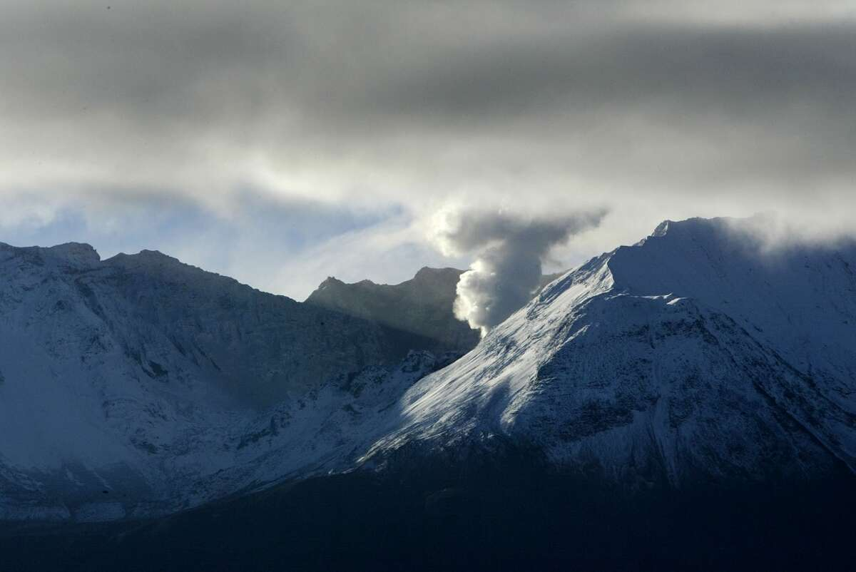 Pay $400 to take a tour of Mount Saint Helens and attend a perfectly public observatory. Maybe it truly costs that much to get a ride and catch lunch.