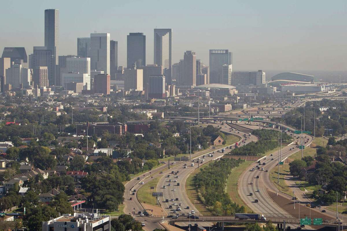 The 10 smoggiest U.S. cities California dominates the American Lung Association's list of the smoggiest cities in the country. But two Texas metros also make the top 10. Click to see the list. Source: American Lung Association
