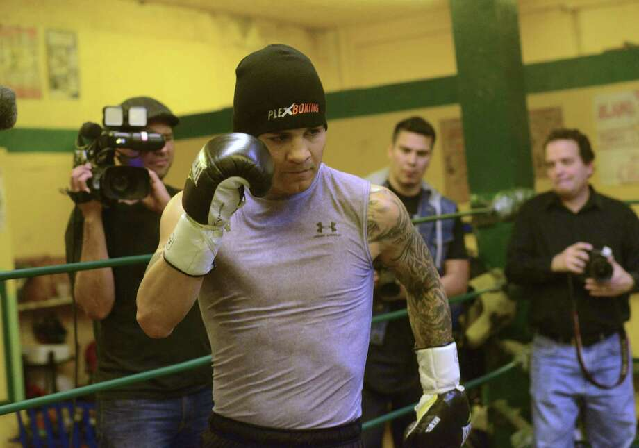 Austin resident Bryan Vera, working out at Zarzamora Street Gym, lost his first matchup with Julio Cesar Chavez Jr. Photo: Billy Calzada / San Antonio Express-News / San Antonio Express-News