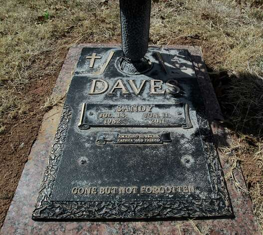 The grave marker of Sandy Daves at Trinity Memorial Park cemetery. Photo: James Nielsen, Houston Chronicle / © 2013  Houston Chronicle