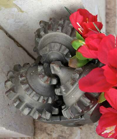 A replica drilling bit on the grave stone of Jason Bolt at Mount Olive Cemetery. Photo: James Nielsen, Houston Chronicle / © 2013  Houston Chronicle