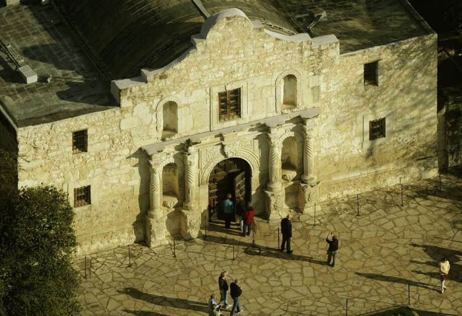 As a shrine for all Texans, the entire Alamo site, including the plaza, should be under state stewardship and out of the city's control. Photo: BILLY CALZADA, SAN ANTONIO EXPRESS-NEWS / gcalzada@express-news.net