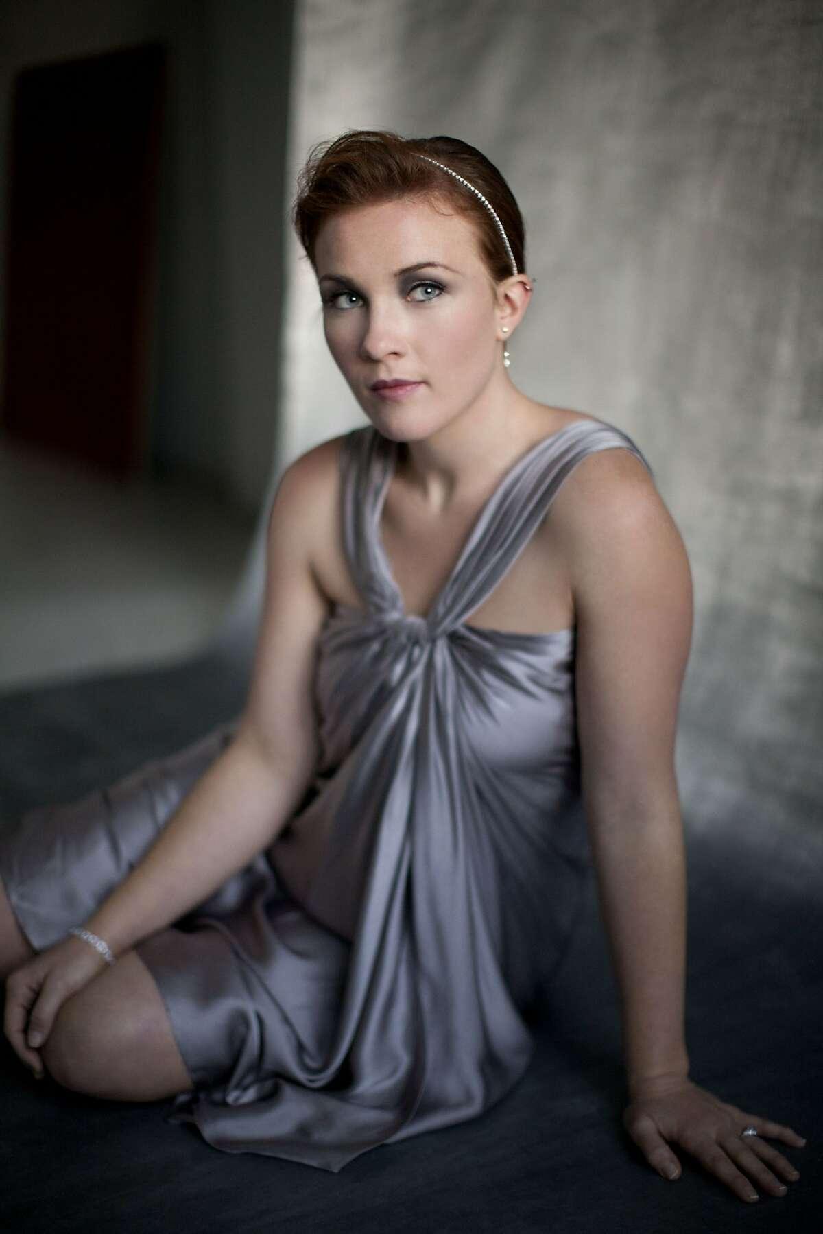 Mezzo-soprano Sasha Cooke