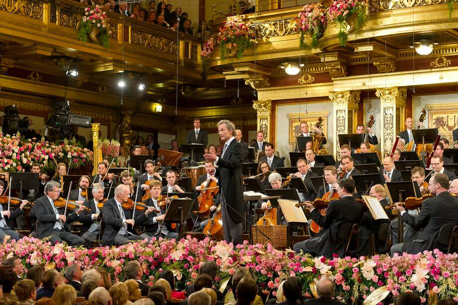 Franz Welser-Möst conducts the Vienna Philharmonic Orchestra Photo: Cal Performances