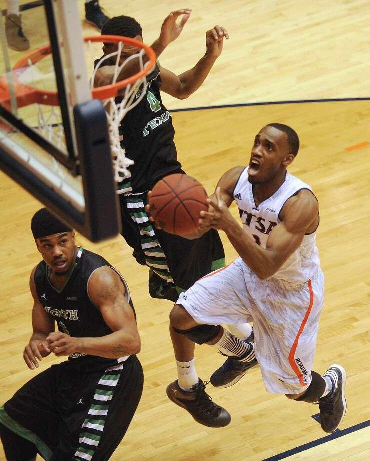 Devon Agusi of UTSA scores on a layup against North Texas during college basketball action at the UTSA Convocation Center on Thursday, Feb. 27, 2014. Photo: Billy Calzada, San Antonio Express-News / San Antonio Express-News