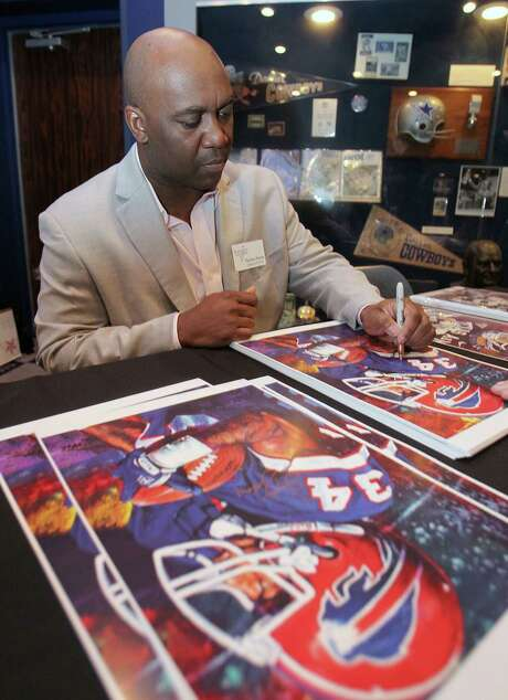 Former Willowridge and Buffalo Bills star Thurman Thomas autographs posters before his induction into the Texas Sports Hall of Fame on Thursday night. Photo: Jerry Larson, MBO / Waco Tribune Herald