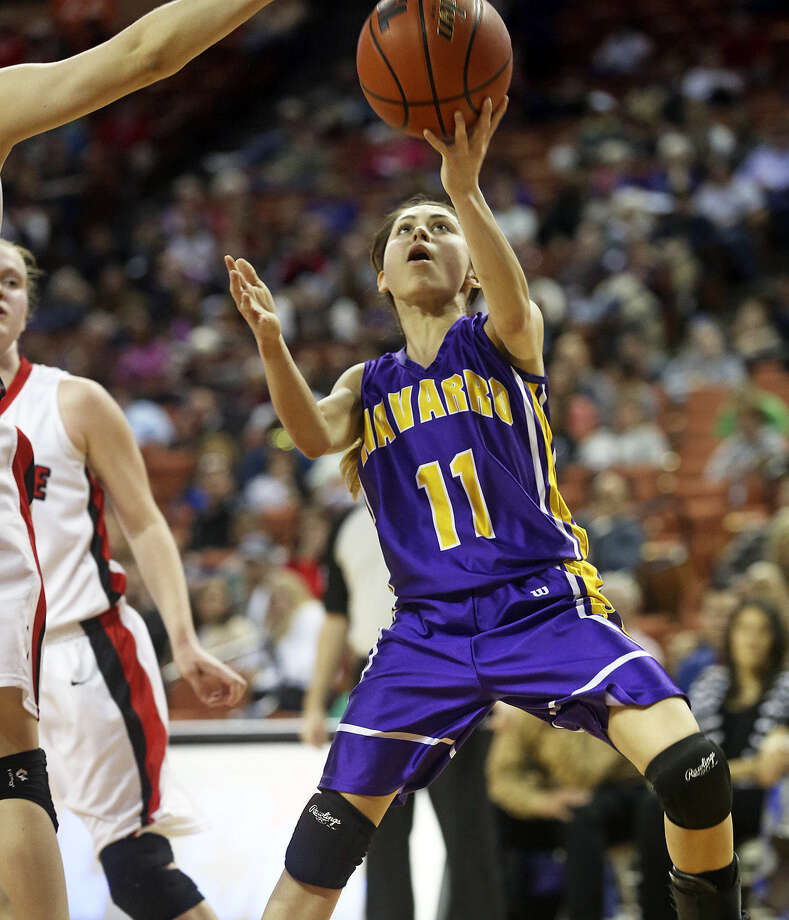 Navarro's Andrea Besa (right) drives for a layup in the Panthers' 64-37 loss in a 3A state semifinal. Photo: Tom Reel / San Antonio Express-News