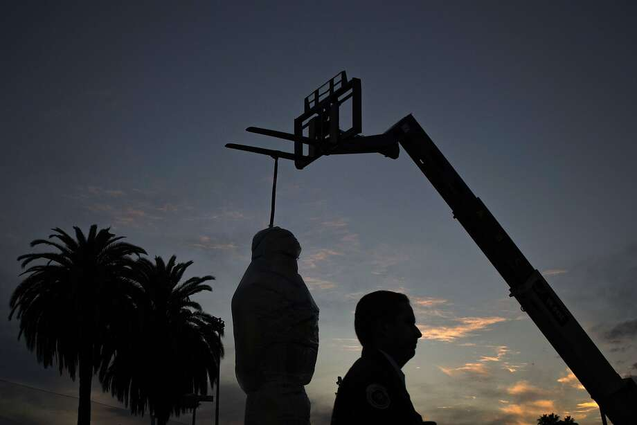 A worker walks past an Oscars statue held by a forklift ahead of the 86th Academy Awards in Hollywood, California February 27, 2014. The Oscars will be presented at the Dolby Theater March 2, 2014.  REUTERS/Adrees Latif  (UNITED STATES - Tags: ENTERTAINMENT) Photo: Adrees Latif, Reuters