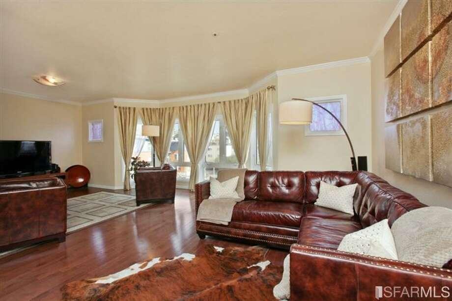 Living room. MLS/John Kirkpatrick, TRI Coldwell Banker
