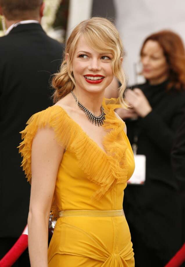 For every set of red lips, take a sipLet the lips have a sip for every red lip on the red carpet, whether it's a blue-red crimson or a pop of pink. Here, Michelle Williams shows how it's done. Photo: SGranitz, WireImage