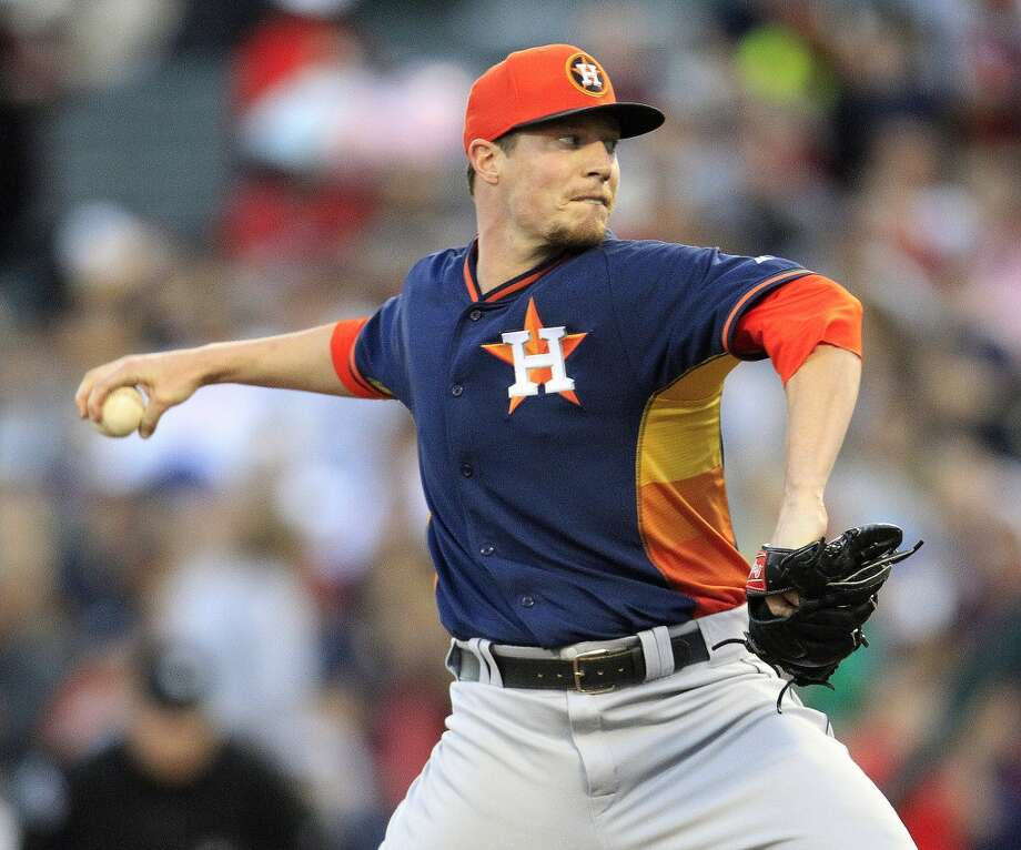 Astros RHP Lucas Harrell pitches in the first inning. Photo: Karen Warren, Houston Chronicle