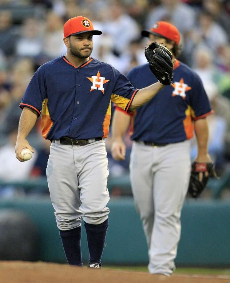 Jose Altuve (27) reacts after Atlanta's Tommy LaStella's hit. Photo: Karen Warren, Houston Chronicle