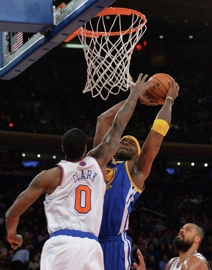 Jermaine O'Neal of the Golden State Warriors (R) against Earl Clark of the New York Knicks (L) during their NBA game February 28, 2014 at Madison Square Garden in New York. AFP PHOTO/Stan HONDASTAN HONDA/AFP/Getty Images ORG XMIT: 182420047 Photo: STAN HONDA / AFP