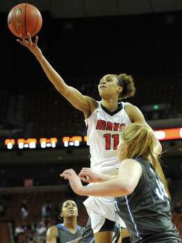 Manvel's Brianna Turner lets a shot roll off her fingers in the Mavericks' first semifinal win in program history. Photo: Ashley Landis, Freelance / ©Ashley Landis
