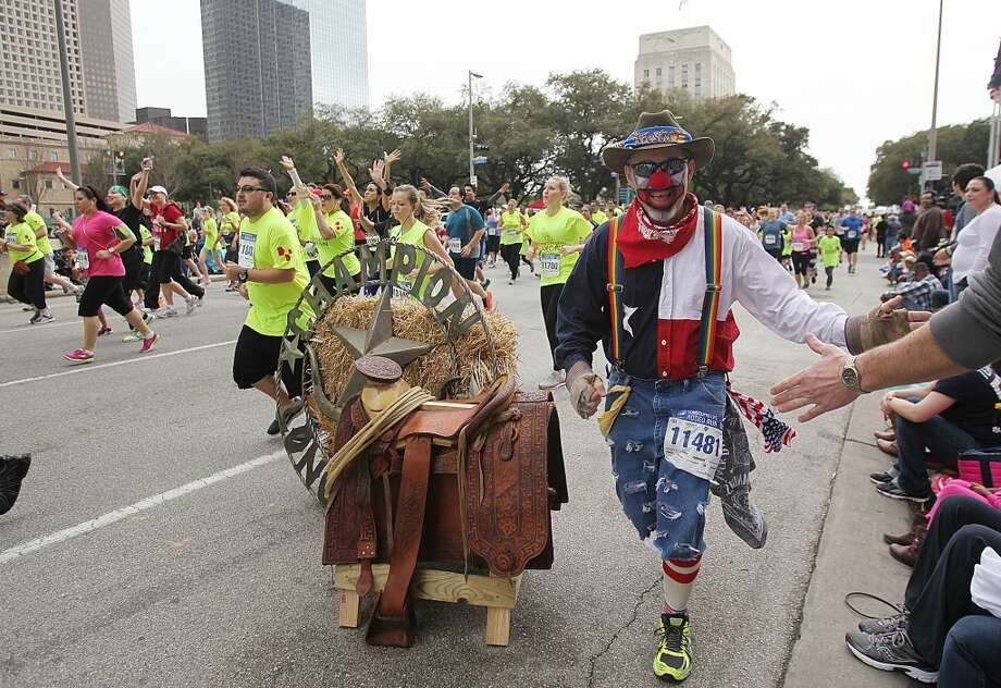 Runners begin the course for the 5K Conoco Phillips Rodeo Run on Saturday, March 1, 2014, in Houston. ( Mayra Beltran / Houston Chronicle ) Photo: Houston Chronicle