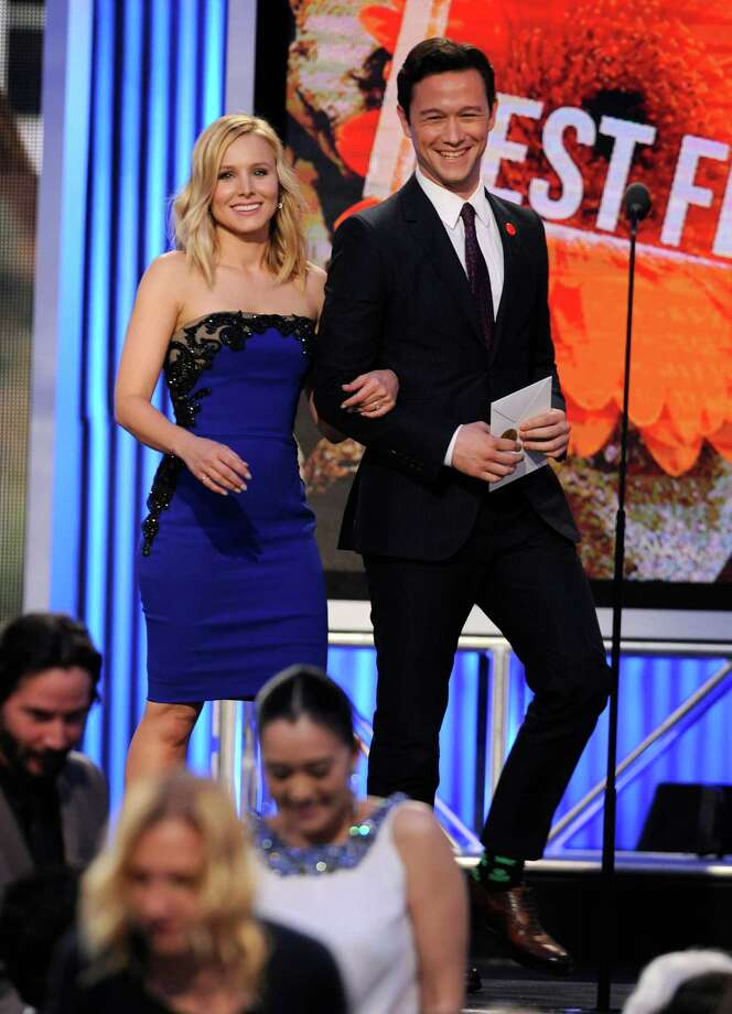Kristen Bell, left, and Joseph Gordon-Levitt walk on stage. Photo: Chris Pizzello, Chris Pizzello/Invision/AP / Invision