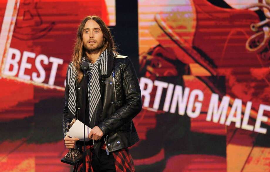 Jared Leto accepts the award for best supporting male on stage. Photo: Chris Pizzello, Chris Pizzello/Invision/AP / Invision