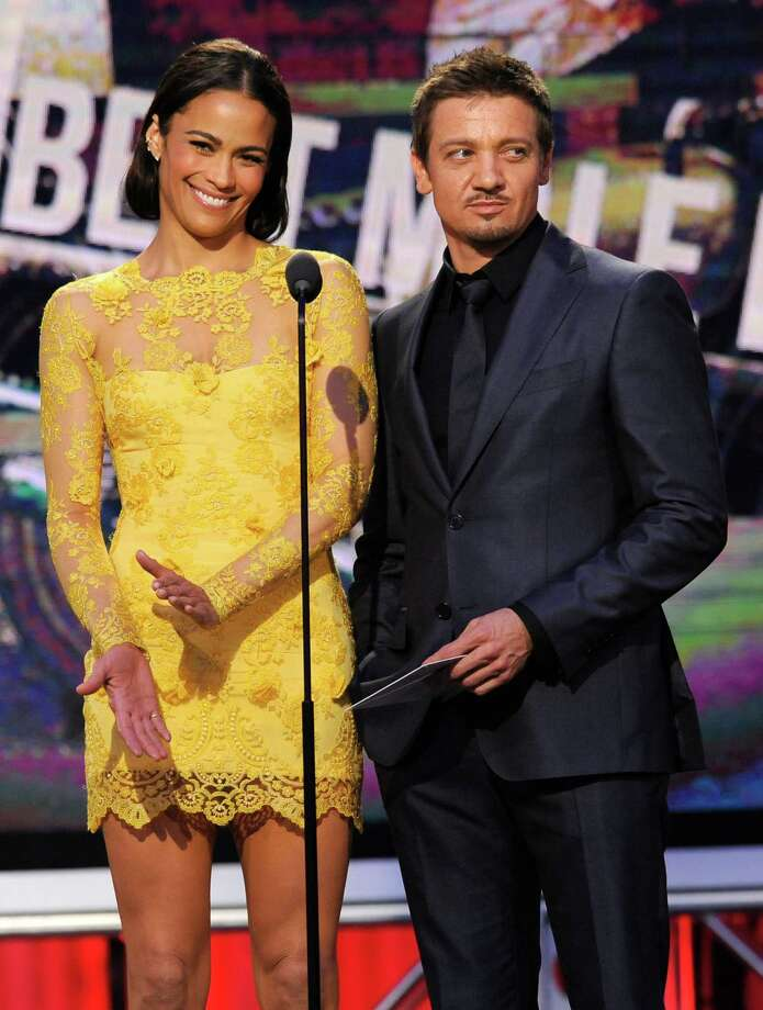 Paula Patton, left, and Jeremy Renner speak on stage. Photo: Chris Pizzello, Chris Pizzello/Invision/AP / Invision
