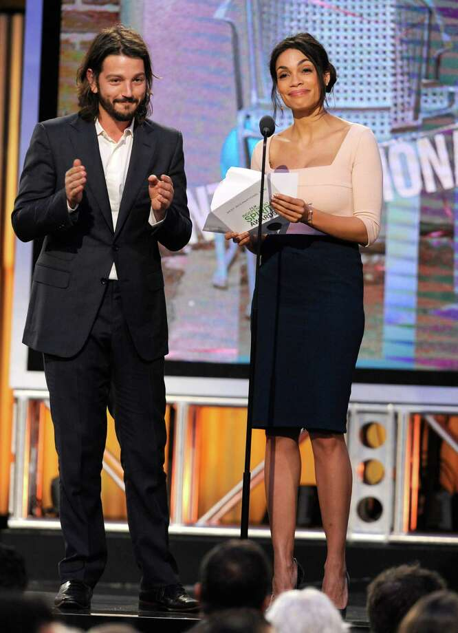 Diego Luna, left, and Rosario Dawson speak on stage. Photo: Chris Pizzello, Chris Pizzello/Invision/AP / Invision