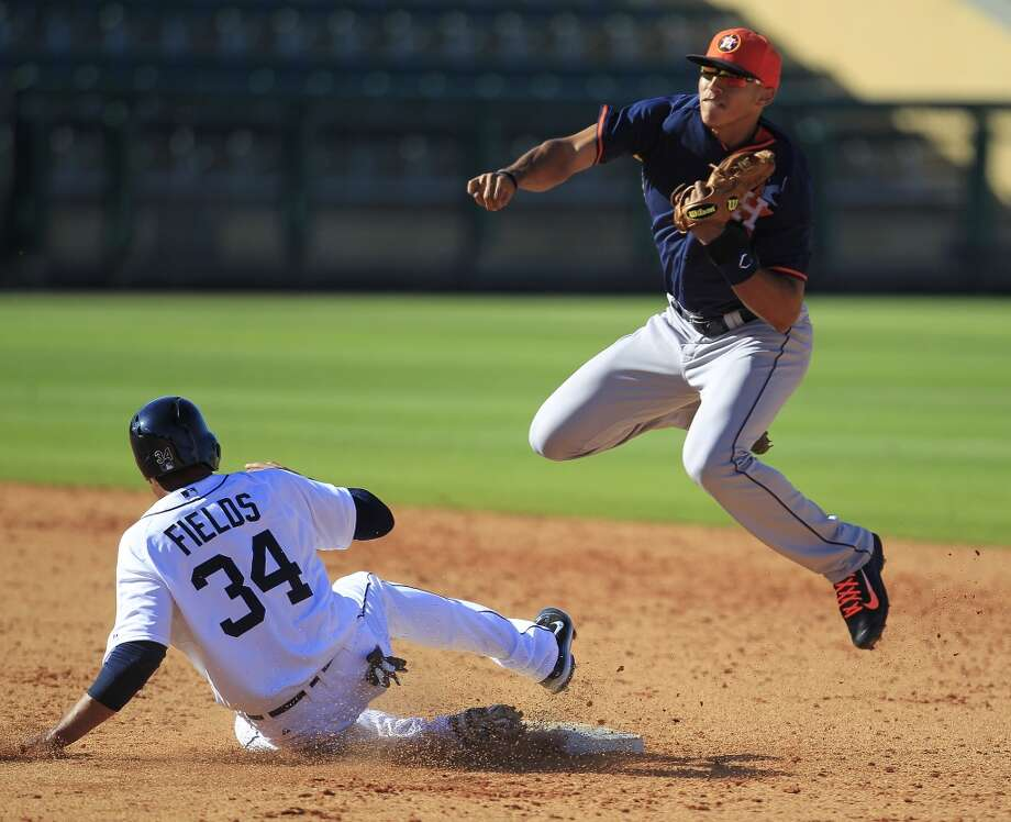 Carlos Correa turns a double play at second. Photo: Karen Warren, Houston Chronicle