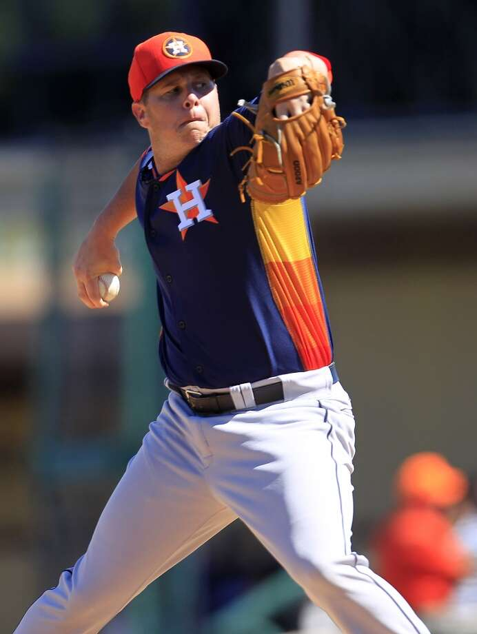 Astros RHP Brad Peacock pitches in the third inning. Photo: Karen Warren, Houston Chronicle