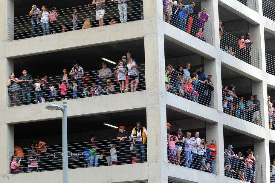 Spectators watch the 76th Annual Houston Rodeo Parade from a parking garage at Travis and Walker on Saturday, March 1, 2014, in Houston. Photo: Mayra Beltran, Houston Chronicle / © 2014 Houston Chronicle