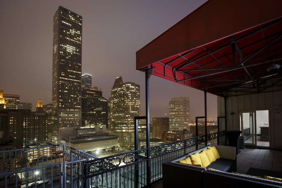 Metro: Houston-The Woodlands, TexasOzone: 6 out of 27724-hour particle pollution: Ranked 1 in the country for cleanest in this categoryAnnual particle pollution: 30 out of 277Source: American Lung Association Photo: Michael Paulsen, Houston Chronicle