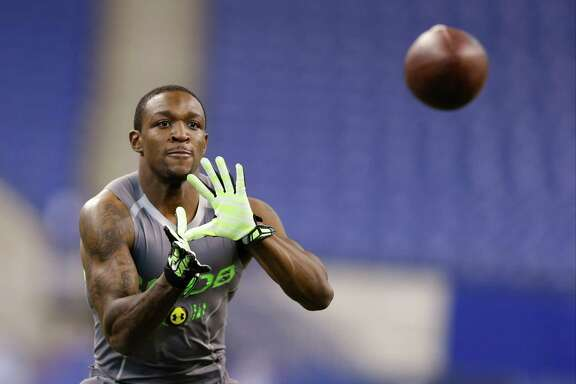 Baylor defensive back Demetri Goodson uses his 91/4-inch hands to complete a drill at the NFL combine.