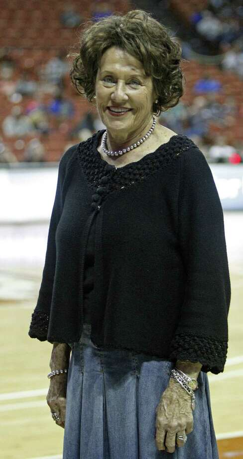 Granbury's Leta Andrews won a national-record 1,416 games during a 52-year coaching career. Photo: Michael Thomas / Associated Press / FR65778 AP