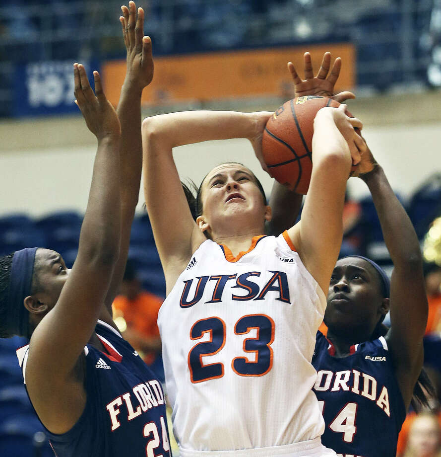 FAU's Shanwqua Schrouder (left) and Latavia Dempsey contest a shot by UTSA forward McKenzie Adams. Photo: Photos By Tom Reel / San Antonio Express-News