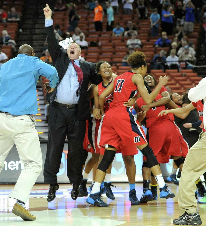 Manvel coach Bryan Harris shares the excitement with his players after the Mavericks knocked off two-time state champion Duncanville in the 5A final. Photo: Ashley Landis, Photographer / ©Ashley Landis