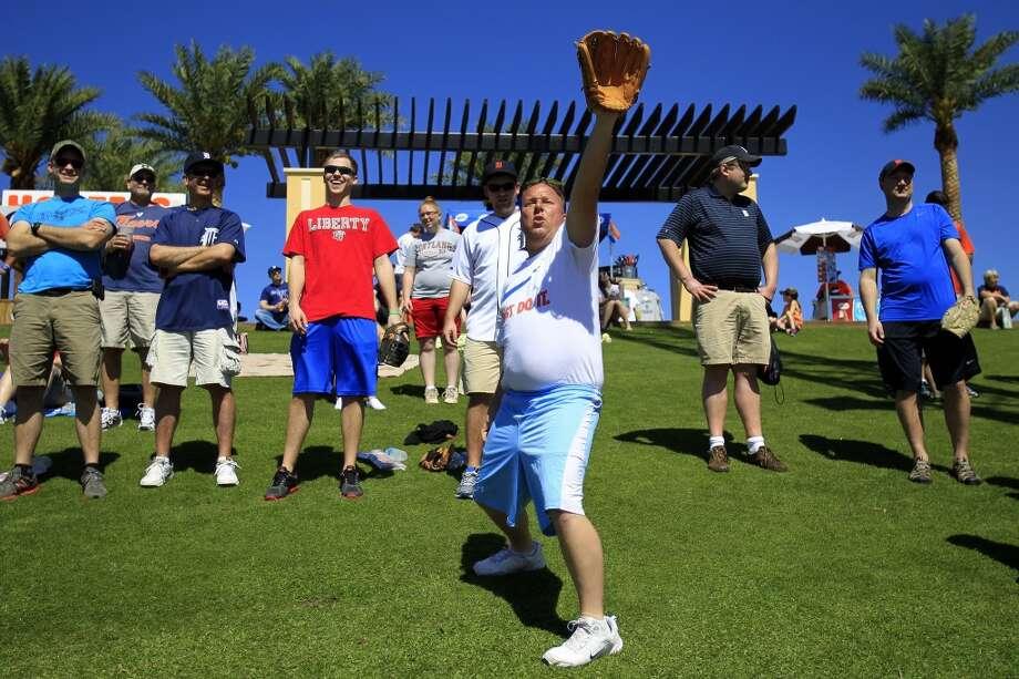 Detroit fans wait for home run balls during batting practice. Photo: Karen Warren, Houston Chronicle