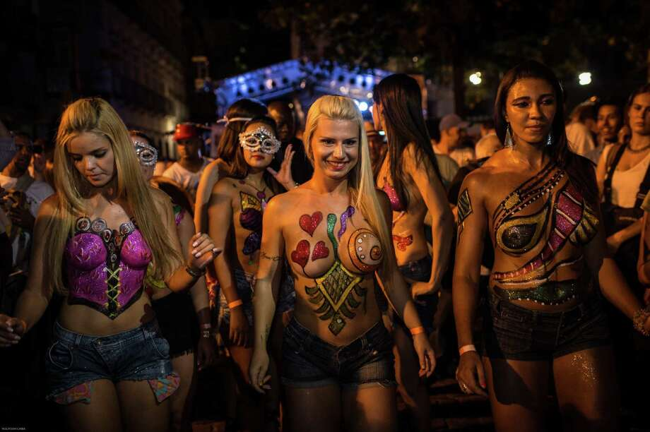 Topless dancers perform during a street parade of Banda da Rua do Mercado in Rio de Janeiro, Brazil, on Februrary 27, 2014. Rio's carnival will start officially from tomorrow for 5 days and have around 470 groups on streets. Samba school parades will have a peak at Sambodromo on March 2 and 3, 2014.  Photo: YASUYOSHI CHIBA, Getty Images / 2014 AFP