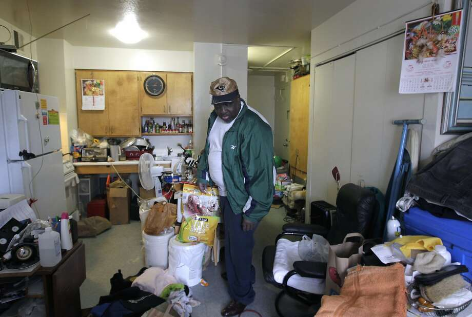 Calvin Ellis lives in Woodside Gardens, a development operated by the S.F. Housing Authority and included in a federal program to privatize the managerial responsibilities for the complex. Photo: Paul Chinn, The Chronicle