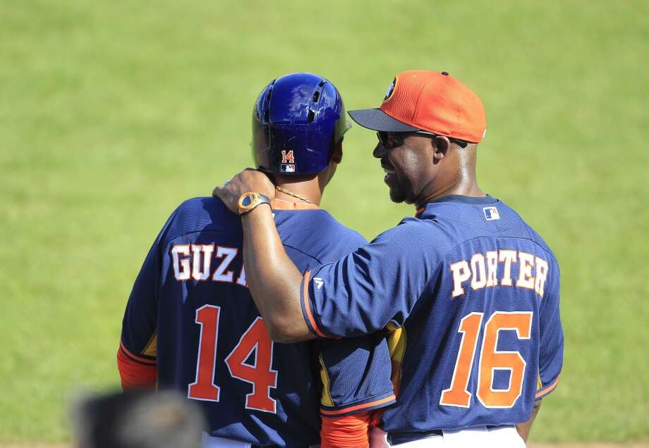 Astros manager Bo Porter chats with Jesus Guzman. Photo: Karen Warren, Houston Chronicle