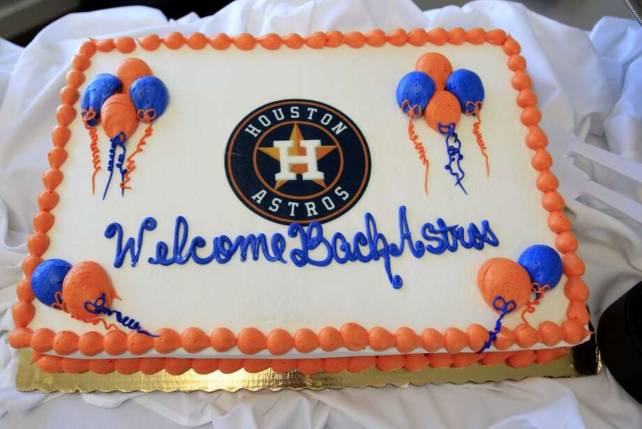 "A ""Welcome Back Astros"" cake sits in the lunchroom before the game. Photo: Karen Warren, Houston Chronicle"