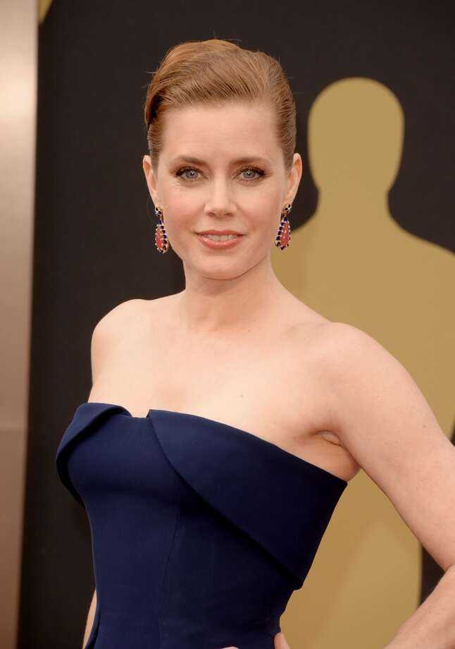 Best Actress nominee Amy Adams looks stunning in a dark blue gown. Photo: Jason Merritt, Getty Images