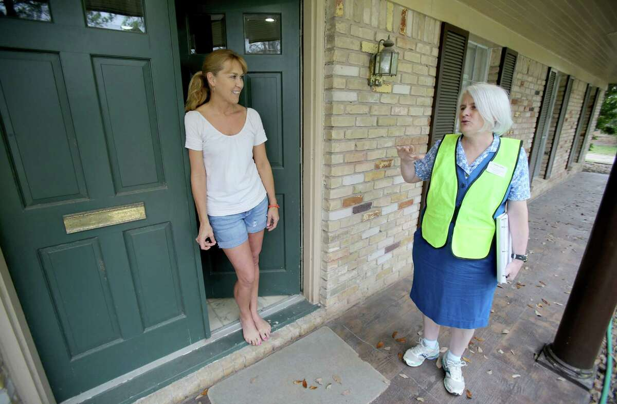 Bonnie Parker, Sarah Davis' challenger talks to Kathie Korver, who says she voted for her.