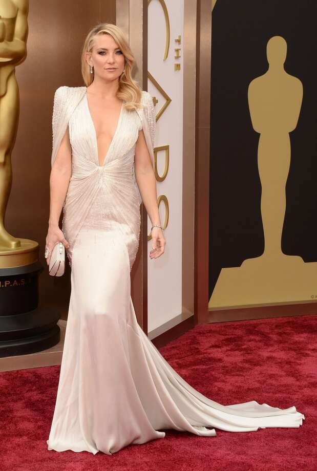 Best. Like a vintage caped red-carpet crusader, Kate Hudson took a page from the 2012 Gwyneth Paltrow playbook in a stunning, sculptural Atelier Versace. Photo: Jason Merritt, Getty Images