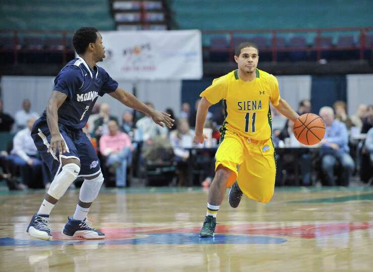 Siena's Steven Cruz (11) moves the ball against Monmouth during the seconf half of an NCAA college b