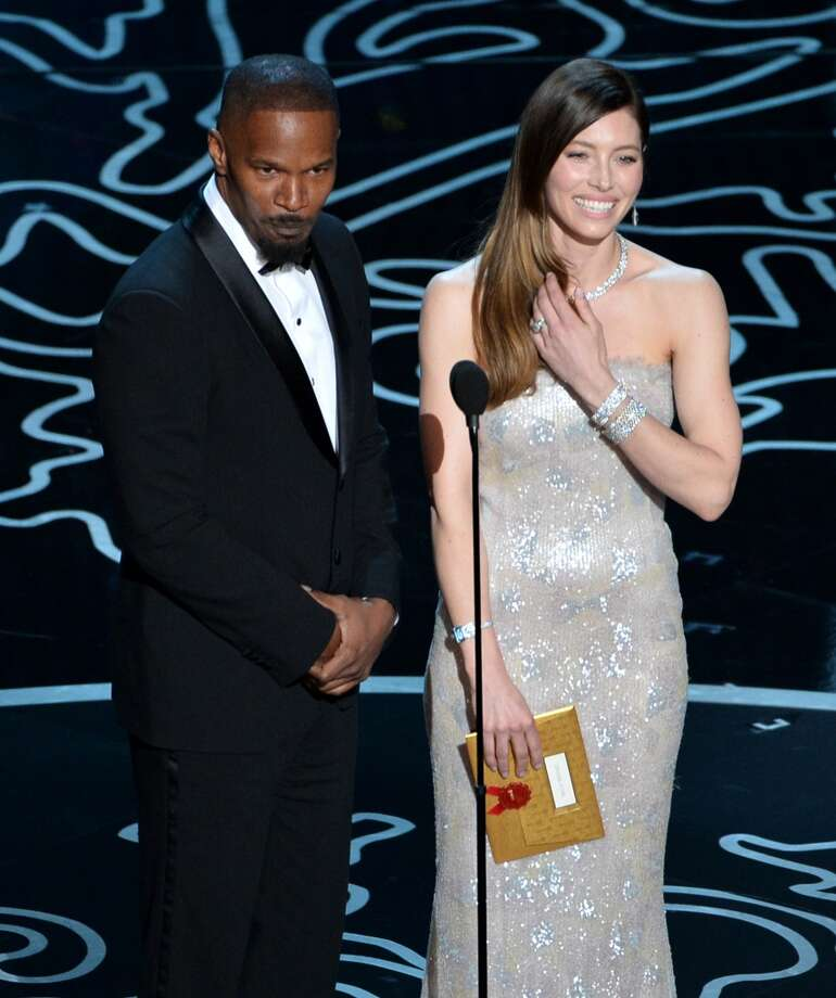 Actors Jamie Foxx (L) and Jessica Biel speak onstage during the Oscars at the Dolby Theatre on March 2, 2014 in Hollywood, California. Photo: Kevin Winter, Getty Images