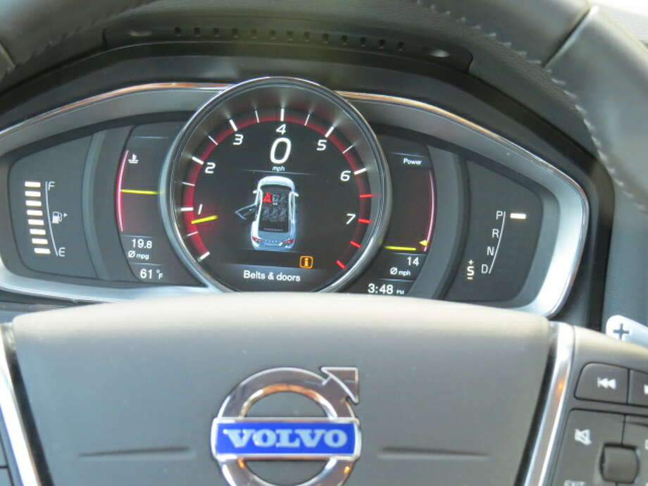 Volvo says you can have different displays on the main tachometer/speedometer display, but we found it pretty hard slogging to get the owner's manual to reveal the secret on how to do this.