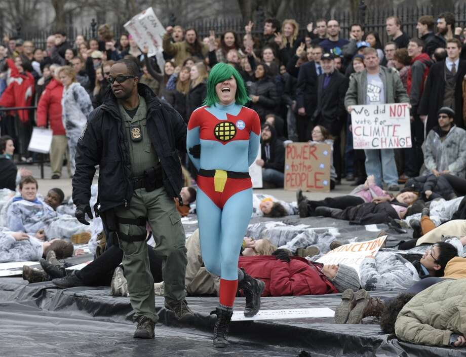 Several hundred students and youth who marched from Georgetown University to the White House to protest the Keystone XL Pipeline are arrested outside the White House in Washington, Sunday, March 2, 2014. (AP Photo/Susan Walsh) Photo: Susan Walsh, ASSOCIATED PRESS