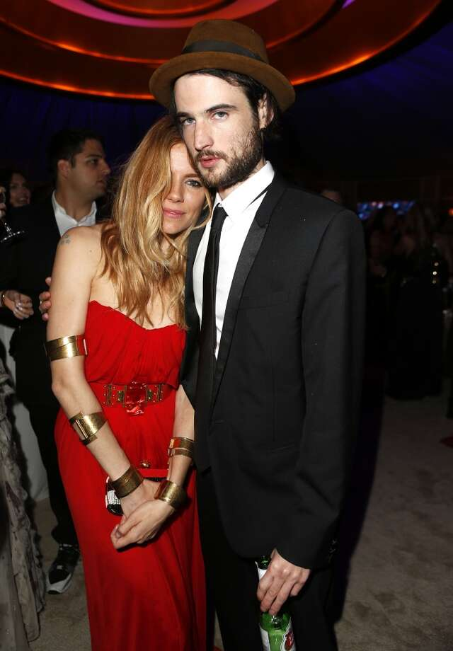 Sienna Miller (L) and Tom Sturridge attend the 2014 Vanity Fair Oscar Party Hosted By Graydon Carter on March 2, 2014 in West Hollywood, California. Photo: Jeff Vespa/VF14, WireImage