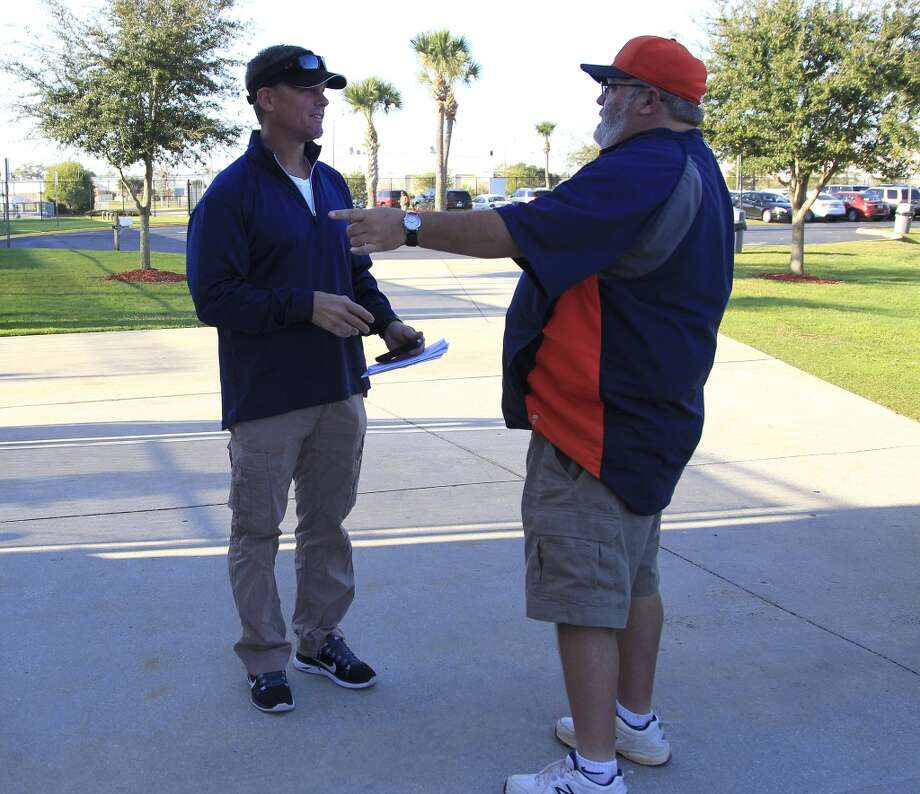 Craig Biggio talks with groundskeeper Rick Raasch. Photo: Karen Warren, Houston Chronicle