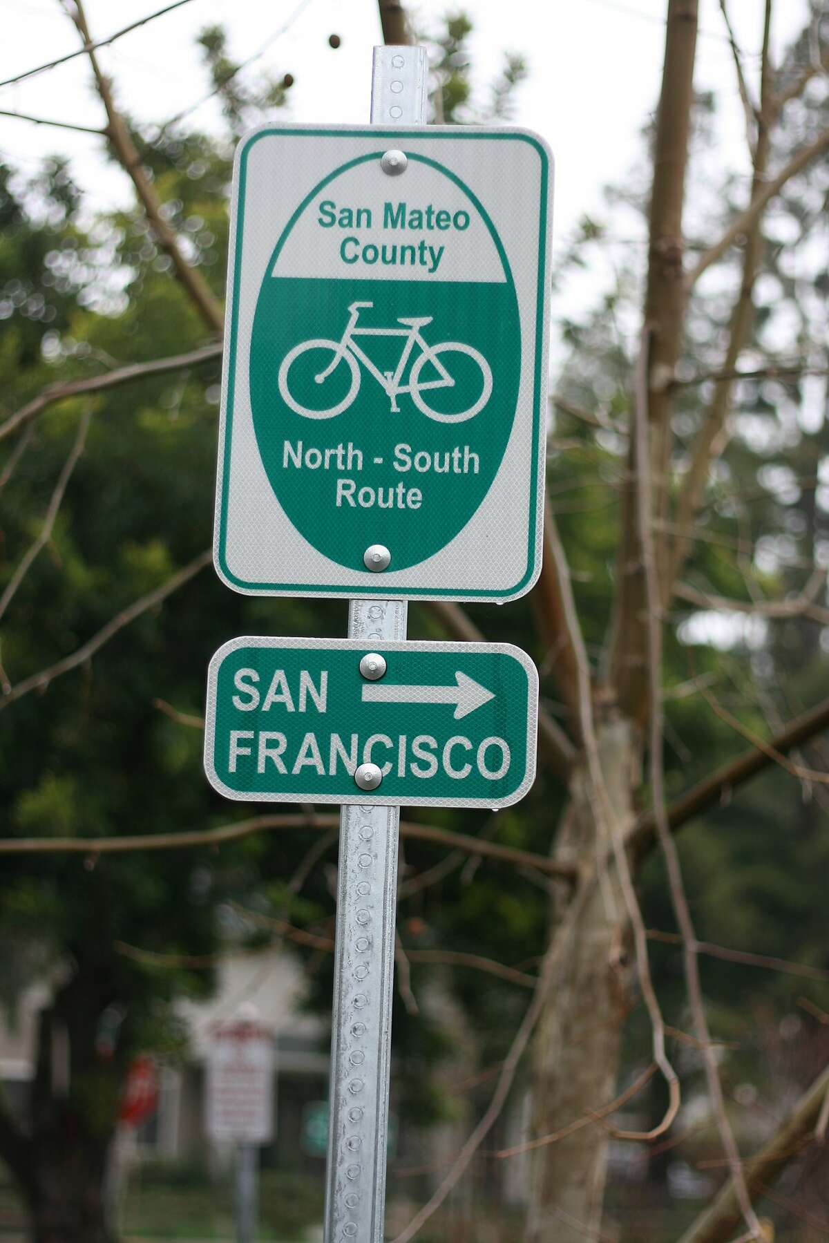 SMC north-south route-Masoner: The RSST would like to see clear and consistent bicycle route signage throughout Santa Clara and San Mateo Counties. Photo: Richard Masoner / Cyclelicious.
