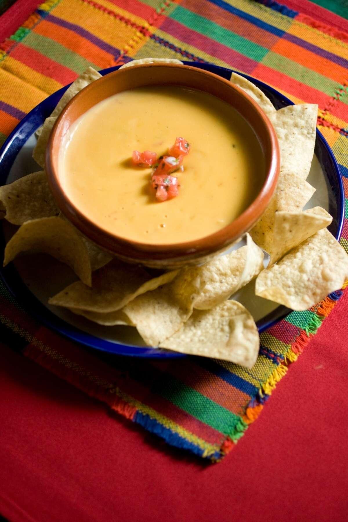Sylvia's Enchilada Kitchen: Chile Con Queso