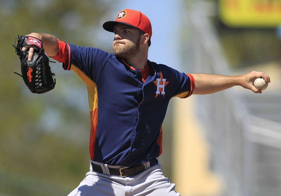 Dallas Keuchel pitches during the first inning. Photo: Karen Warren, Houston Chronicle